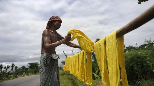 আমদানি করা তুলা থেকে সুতা তৈরি হচ্ছে নরসিংদীতে।।