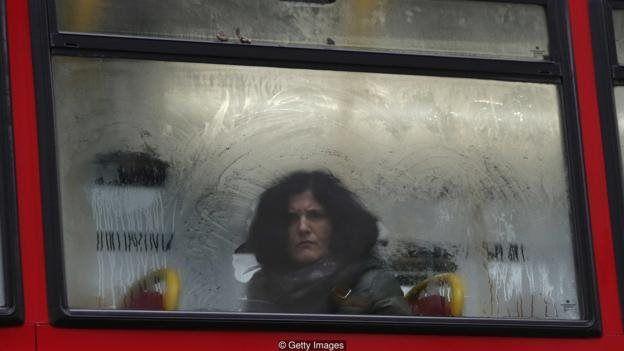 کسی را که دارد در اتوبوس به شما نگاه میکند نمیبینید، ولی میدانید دارد نگاهتان میکند
