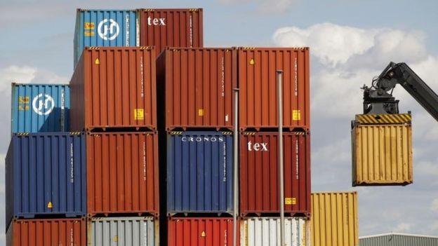 Containers en un puerto.
