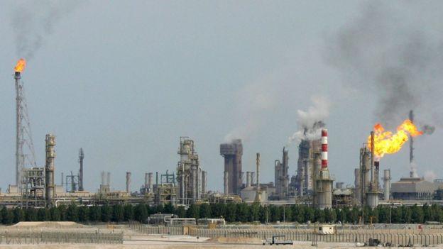 Refinaria de petróleo próxima a Doha