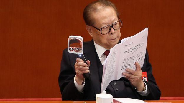 Cựu Tổng Bí thư Giang Trạch Dân, 91 tuổi, cũng dự lễ khai mạc