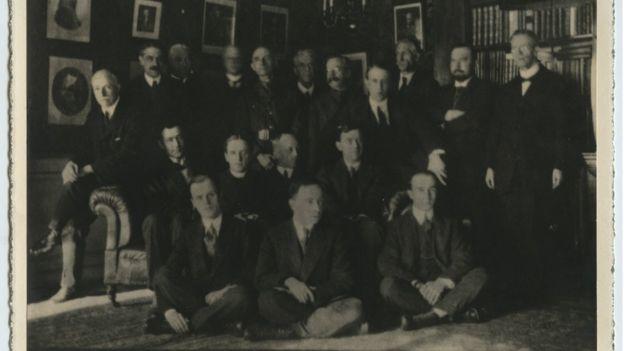 фотография британцев, оставшихся в Петрограде в 1918 году