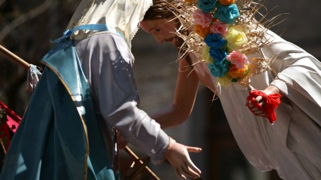 Imagens durante comemoração de Páscoa