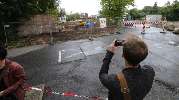 المنطقة التي عثر على القنبلة بها أصبحت مقصدا للزائرين