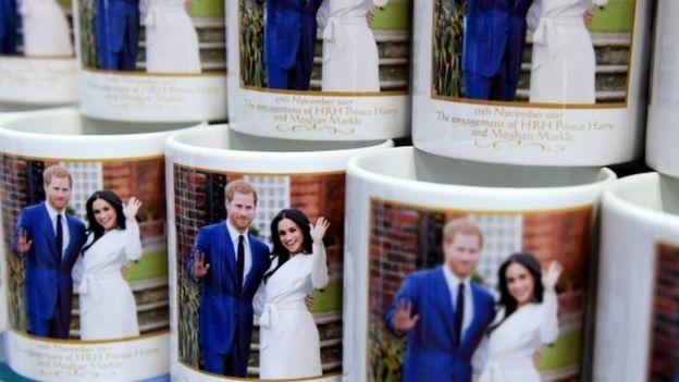 Canecas com fotos de Harry e Meghan