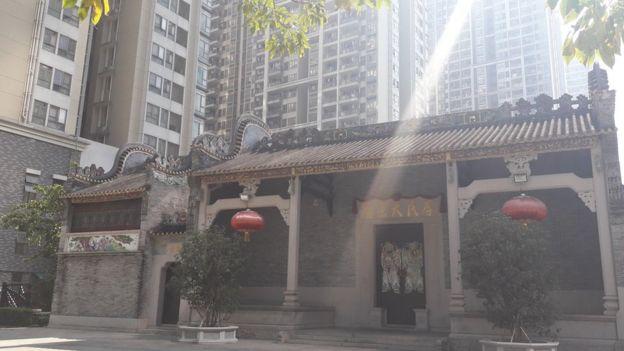 Đền thờ họ Lý, dòng họ lớn nhất ở Liede, được xây dựng lại ngay trong khu tái định cư mới