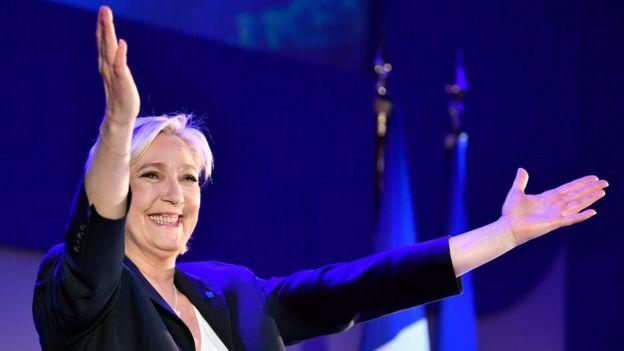 Marine Le Pen celebra ante sus seguidores