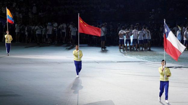 受到示威者影響,世大運開幕式上,哥倫比亞、中國、智利只見旗幟而不見運動員出場。