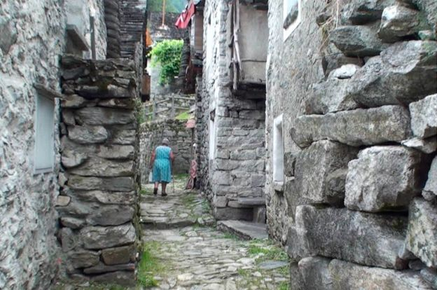 Швейцарская деревня, где осталось всего 16 жителей превратится в отель