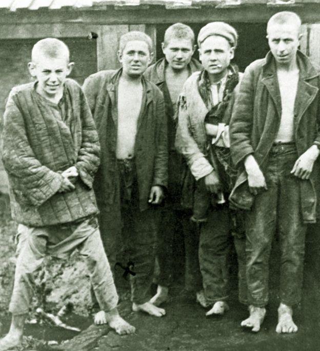 Безпритульні, 1932 рік. Отакої публіки найбільше боялися люди в безкінечній черзі за хлібом
