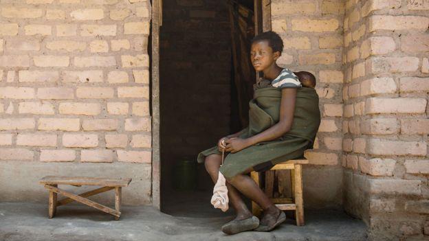 Юная мать в Замбии