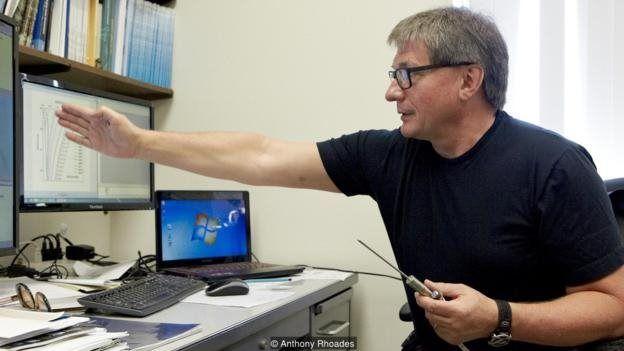 ولادمیر رومانوفسکی در آزمایشگاه خاک منجمد دانشگاه آلاسکا