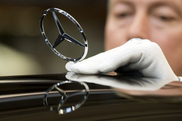 Símbolo de los autos Mercedes.
