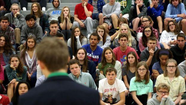 Foro con estudiantes de Kansas.