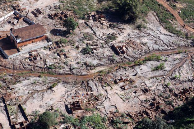 Área atingida pela lama no município de Mariana