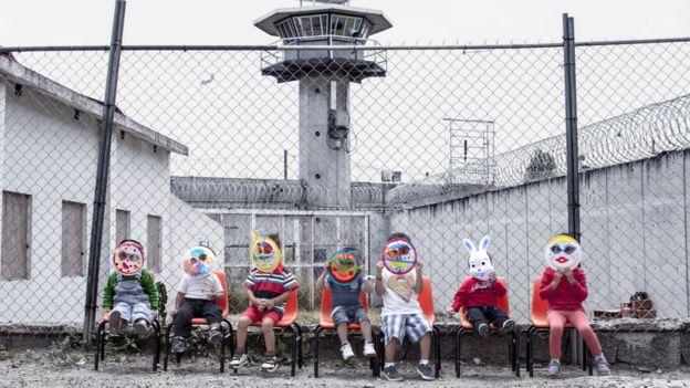 Niños dentro de la penitenciaría de Santa Martha Acatitla
