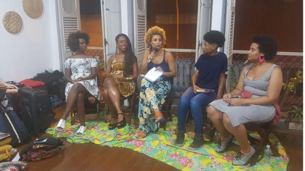 Ana Paula Lisboa, Aline Lourena, Marielle Franco, Hellen N'Zinga e Mohara Valle em debate no Rio
