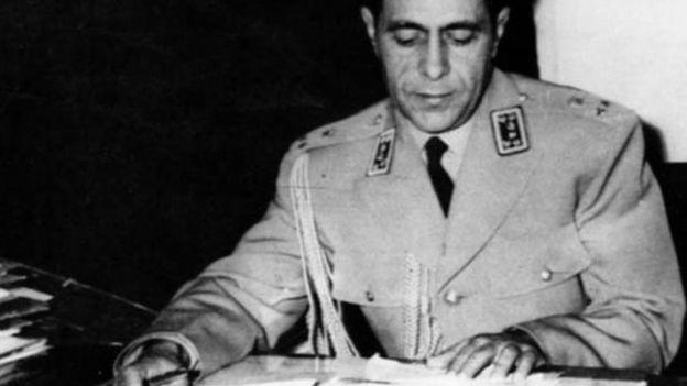 سپهبد قرنی بعد از آزادی از زندان خیلی زود تماسهای مخفیانه با سفارت آمریکا را از سر گرفت. مقامات سفارت به همه رابطان او اعتماد نداشتند