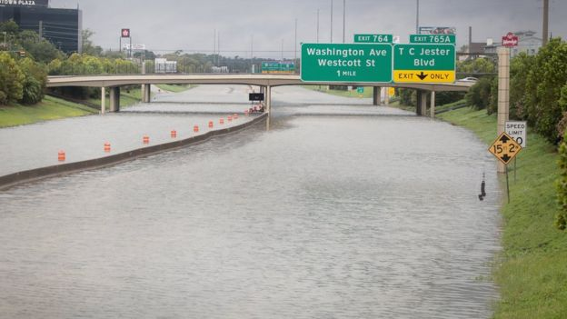 Una autopista inundada en Houston