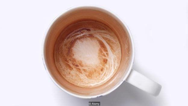 چای و قهوه همچنان که بر بدنه فنجان رد میاندازند، ممکن است بر دندانها نیز آثاری برجایبگذارند