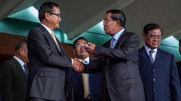 Sam Rainsy and Hun Sen shake hands