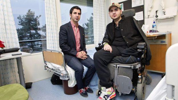 Dos hombres en un hospital de Noruega