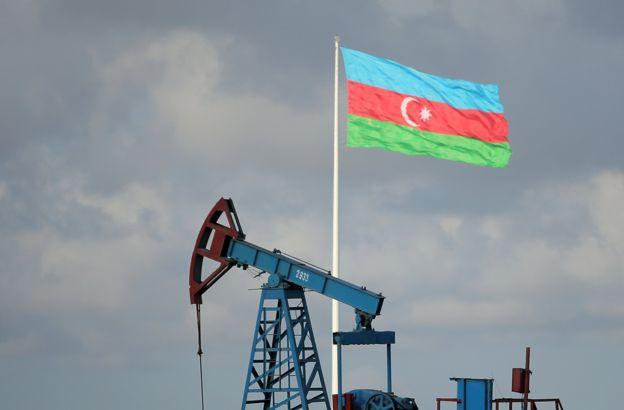 Нефтяная вышка в Азербайджане