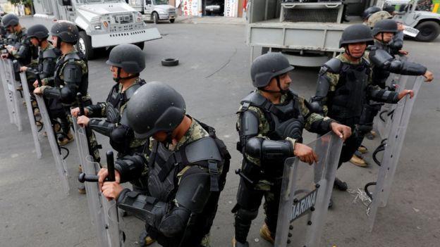 Membros do Exército fazem guarda na Cidade do México