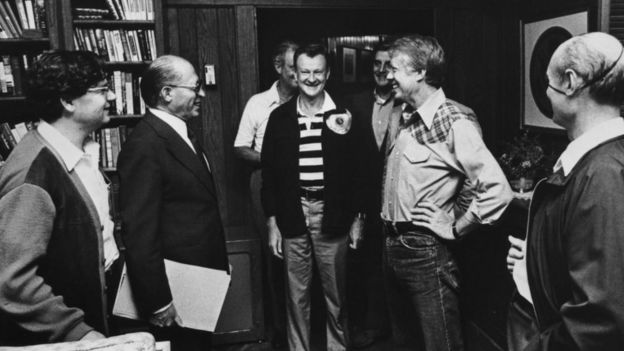 The American and Israeli teams meeting at Camp David, Maryland, USA, during the summit, which resulted in the Camp David Accords, 17th September 1978. At the meeting are: Israeli Prime Minister Menachem Begin (1913 - 1992, second from left), American National Security Advisor Zbigniew Brzezinski (centre), US President Jimmy Carter (second from left) and Israeli Foreign Minister Moshe Dayan (1915 - 1981). Also visible behind Carter is US Vice President Walter Mondale.
