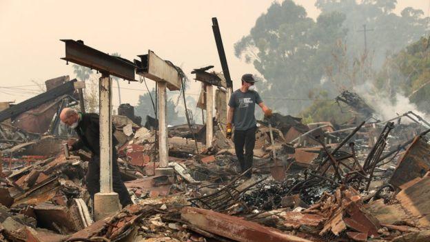 Edificio quemado en Ventura, California