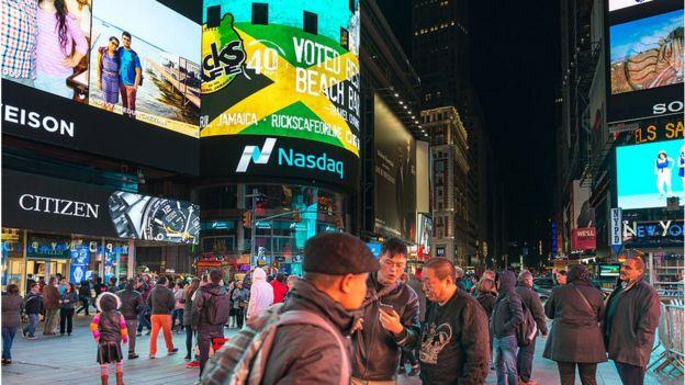 Flagrante noturno da Times Square, em Nova York
