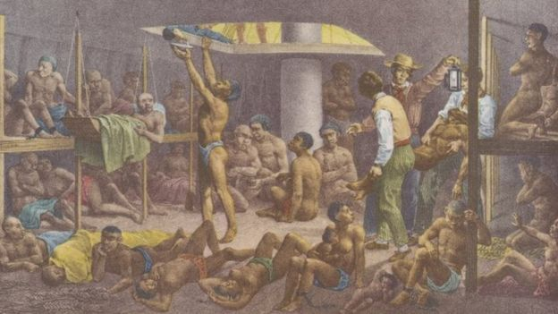 Pintura mostra diversos negros escravizados amontoados em um porão de navio negreiro