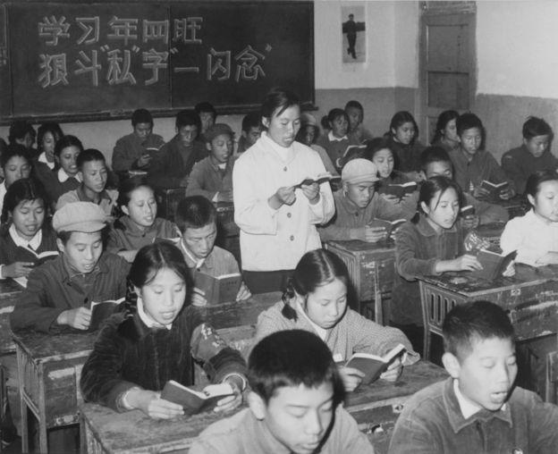 1967年,文革期間,中國的教育體系基本停頓癱瘓,在校學生學