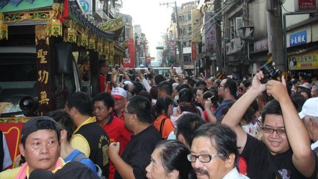 從信眾在台灣北部城市基隆迎接湄洲媽祖的盛大規模可以得知媽祖信仰在台灣的重要。