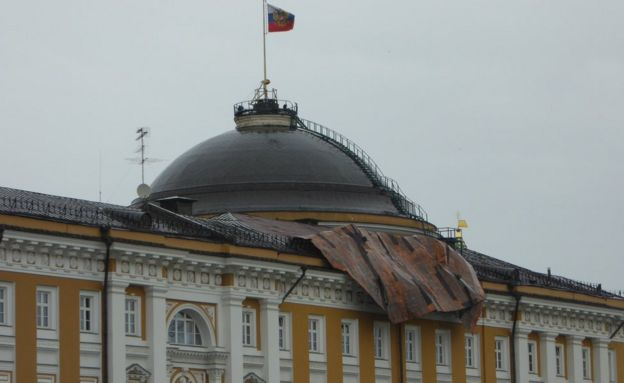 Damage to the roof of the Kremlin Senate building, taken by BBC News website reader John Wilkinson