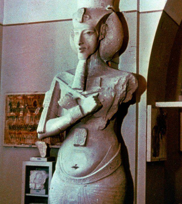 Estátua de Akenatón