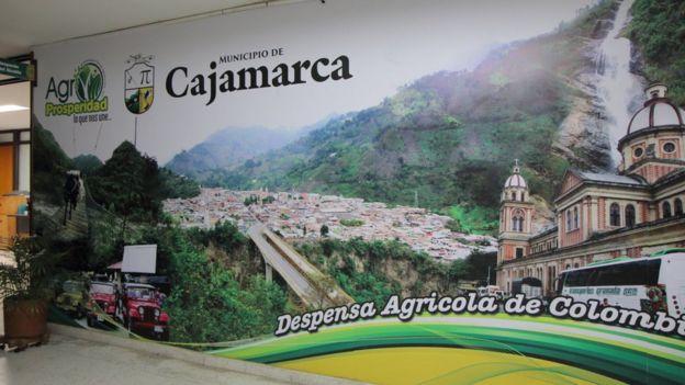 Cartel en la Alcaldía de Cajamarca.