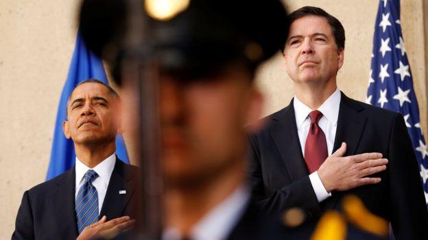 Barack Obama wakati w akuapishwa kwa Comey katika FBI mnamo 2013