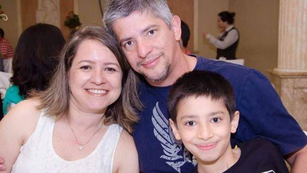Paulo Pacheco com a mulher e o filho de 11 anos