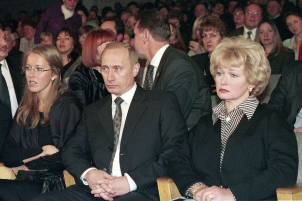 Ksenia Sobchak, Vladimir Putin and Lyudmila Narusova at a meeting to commemorate Anatoly Sobchak in February 2001