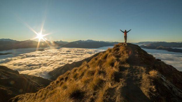 Hombre en una montaña
