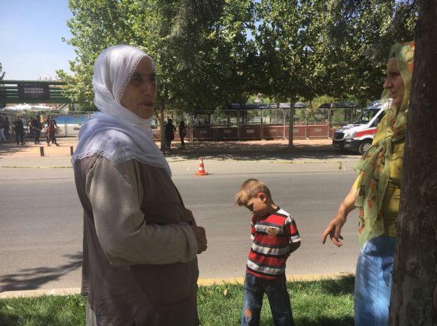 70 yaşındaki Mevlüde Gündüz, kızı Berfin ve küçük oğlu