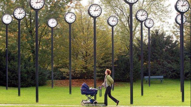Một nghiên cứu hồi 2001 nói rằng những tính cách khác nhau khiến ta nhận thức về thời gian cũng khác nhau