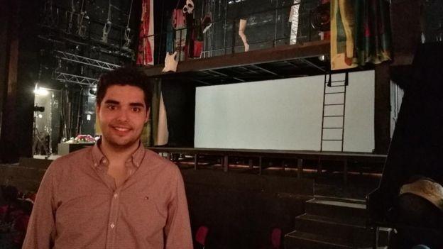 """Övgü Pınar'a konuşan Murat Can Güvem, kamyonla operayı şehir dışına taşıma projesinin amacının """"hiç opera görmemiş insanları çekmek"""" olduğunu söyledi."""