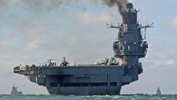 Almirante Kuznetsov e outros navios russos ao longo da costa síria