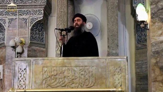IS lideri Ebu Bekr el-Bağdadi, Cuma vaazı, 4 Temmuz 2014'te El-Nuri Büyük Camii'nde teslim etti