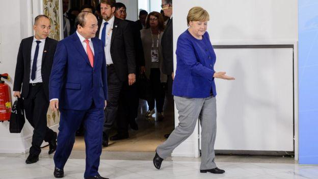 Bà Angela Merkel đón tiếp ông Nguyễn Xuân Phúc