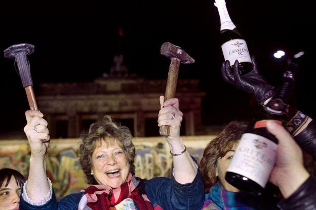 Festejos por la caída del Muro de Berlín en 1989.