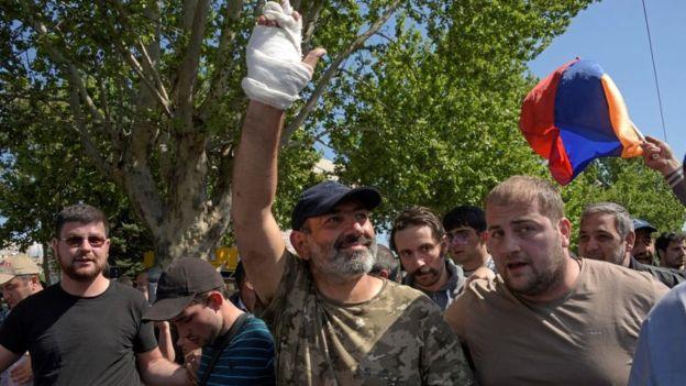 Никол Пашинян со своими сторонникам