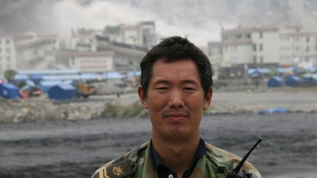 2008年,朱長振在四川震區採訪。